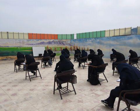 برگزاری امتحان مستمر زبان در فضای باز