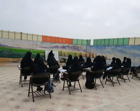 برگزاری کلاس رفع اشکال زبان در فضای باز